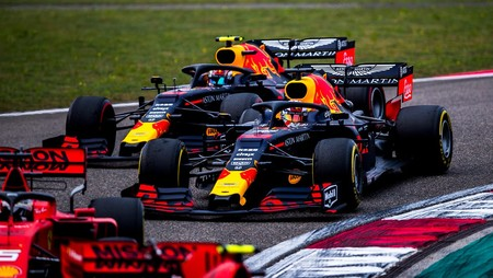 Verstappen Gasly Red Bull China Formula1 2019